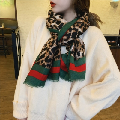梨花HaNA 春秋風格豹紋強烈風格紅綠圍巾