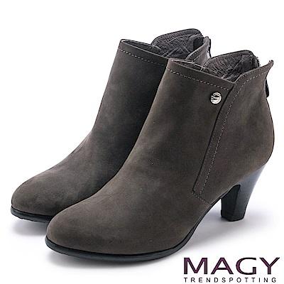 MAGY 紐約時尚步調 俐落剪裁素面牛皮高跟短靴-灰色