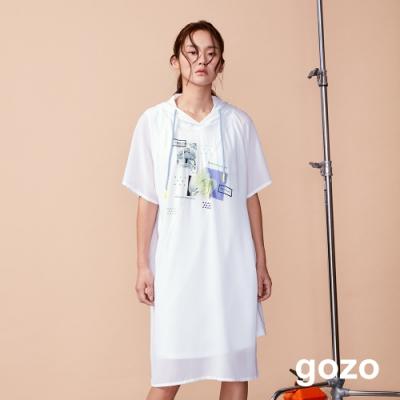 gozo 設計印花網紗拼接連帽長版洋裝(白色)