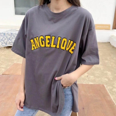 La Belleza毛巾布立體貼布英文字下擺側圓弧開叉棉質T恤