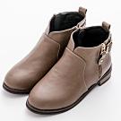 River&Moon中大尺碼-顯瘦前V口雙拉鍊扣環短靴 卡其灰