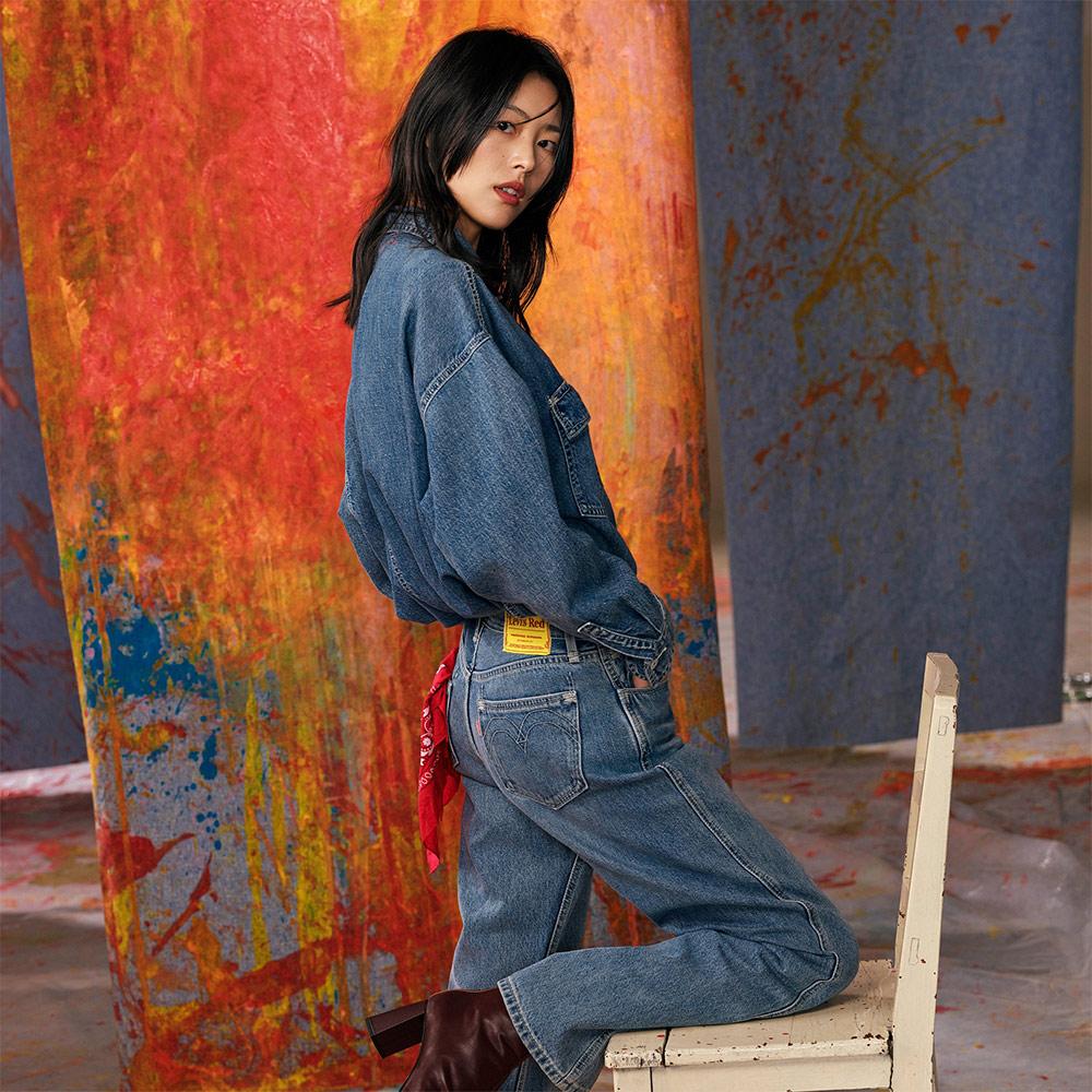 Levis Red 工裝手稿風復刻再造 女款 復古中腰直筒牛仔寬褲 精工中藍染水洗 寒麻纖維