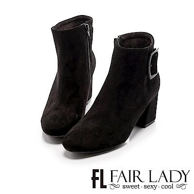 Fair Lady 小方圓扣飾絨布粗跟短靴 黑
