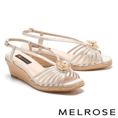 涼鞋 MELROSE 別致高雅珍珠晶鑽花飾草編楔型涼鞋-銀