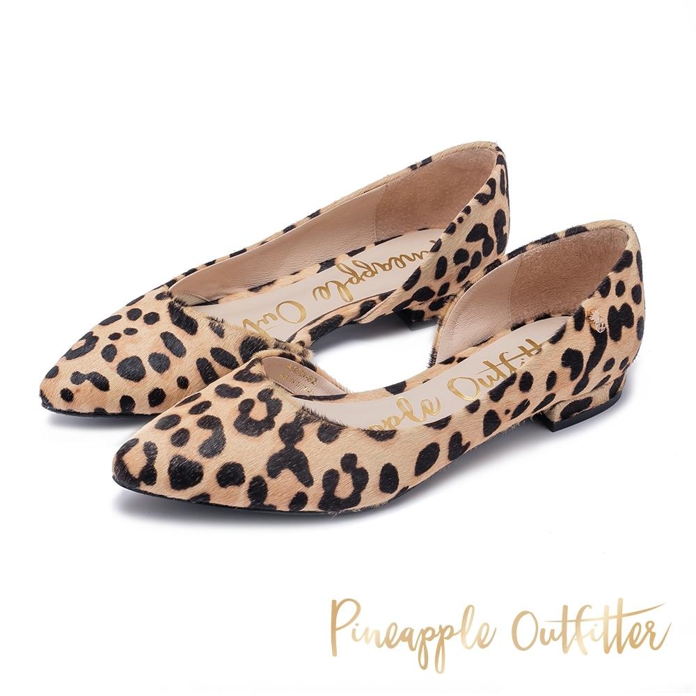 Pineapple Outfitter 秋冬首選 仿毛尖頭側空低跟鞋-豹紋