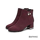 達芙妮DAPHNE 短靴-素色圓頭珍珠鑽飾粗跟金邊短靴-酒紅