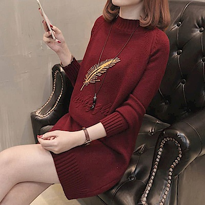 出清La Belleza燙金羽毛浮雕英文字立領羅紋領袖口羅紋針織洋裝
