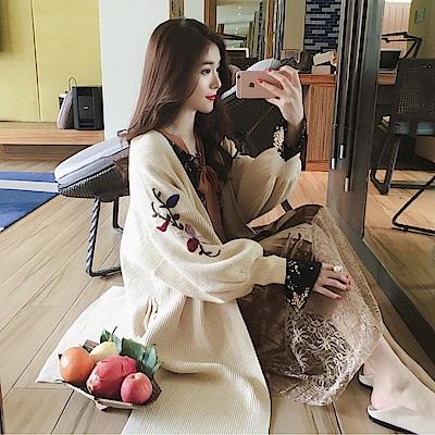 La Belleza刺繡花朵燈籠袖坑條側開叉針織長版毛衣外套