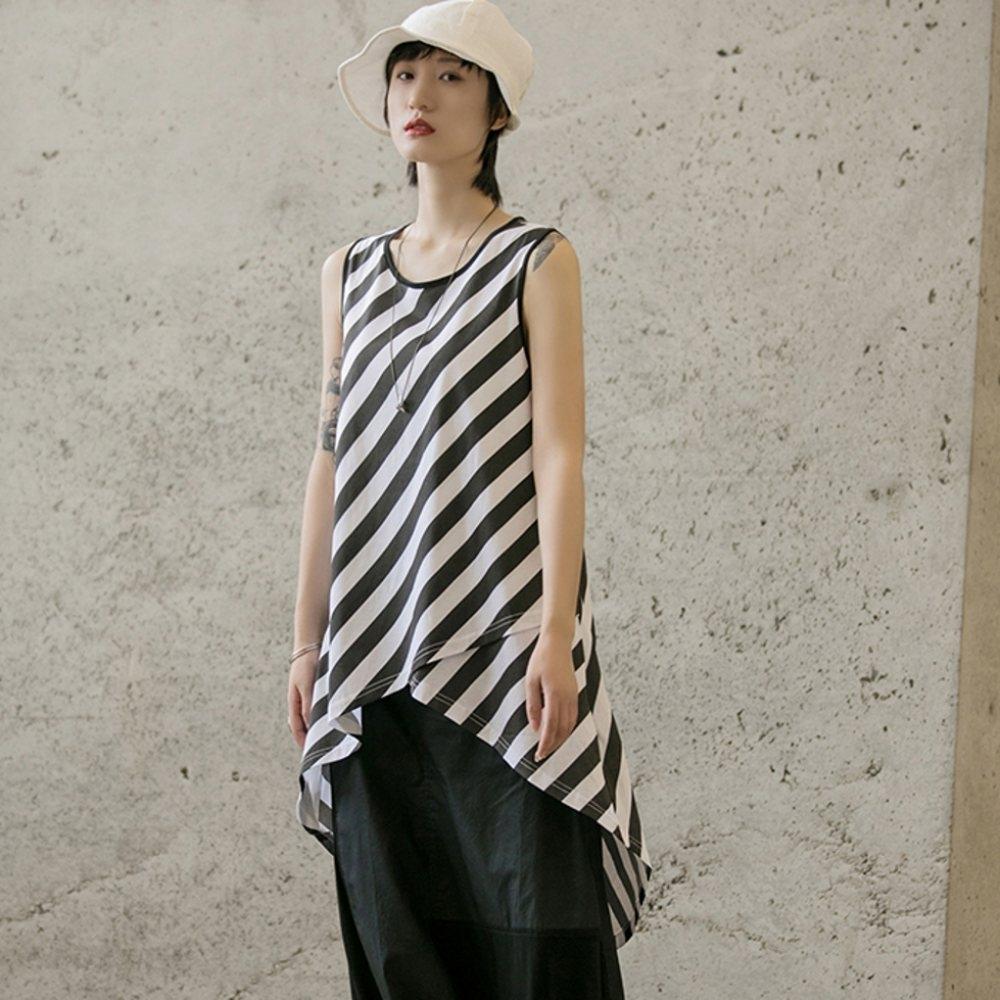 設計所在Style-條紋不規則交叉中長版寬鬆背心