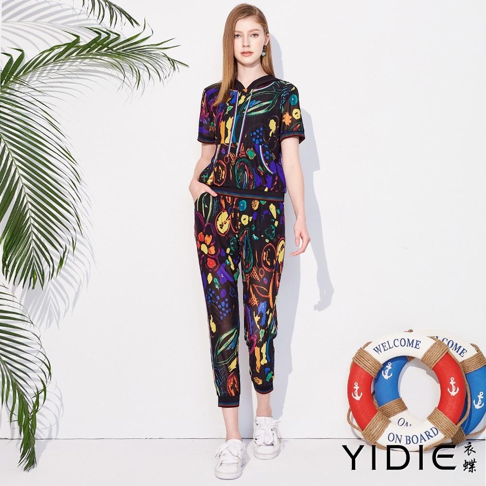 YIDIE衣蝶 繽紛塗鴉風連帽T恤八分褲套裝-黑(上下分開販售)