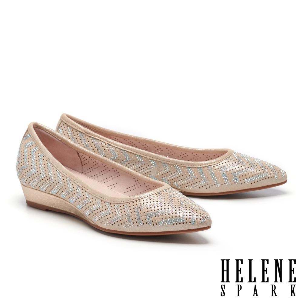 低跟鞋 HELENE SPARK 典雅晶鑽沖孔羊麂皮楔型低跟鞋-金