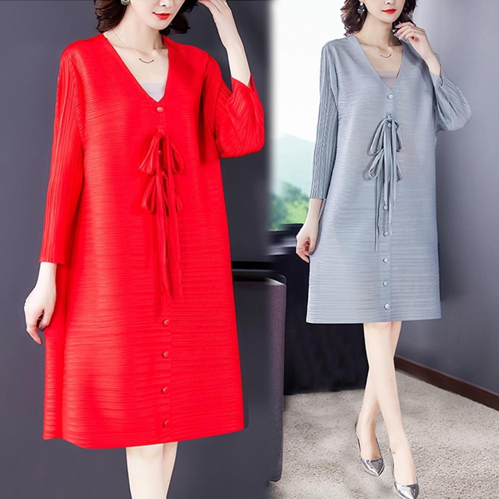 【KEITH-WILL】(預購)自在V領典雅三宅壓褶風格洋裝(共2色) (灰色系)