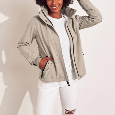 海鷗 Hollister 年度熱銷經典標誌防風防潑水風衣外套(女)-卡其灰色