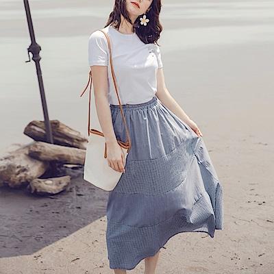 iMODA STAR-臧芮軒。高含棉格紋拼接鬆緊腰附內裡傘襬蛋糕長裙