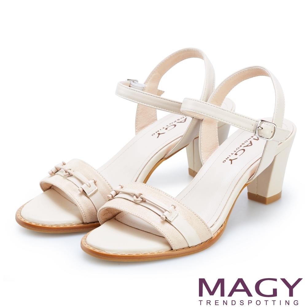 MAGY 夏日甜美時尚 牛皮拼接布面一字粗跟涼鞋-粉裸