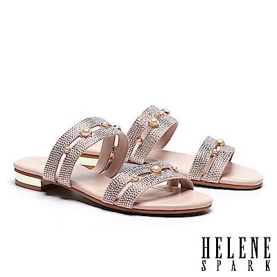 拖鞋 HELENE SPARK 珍珠晶鑽寬版雙帶低跟拖鞋-粉