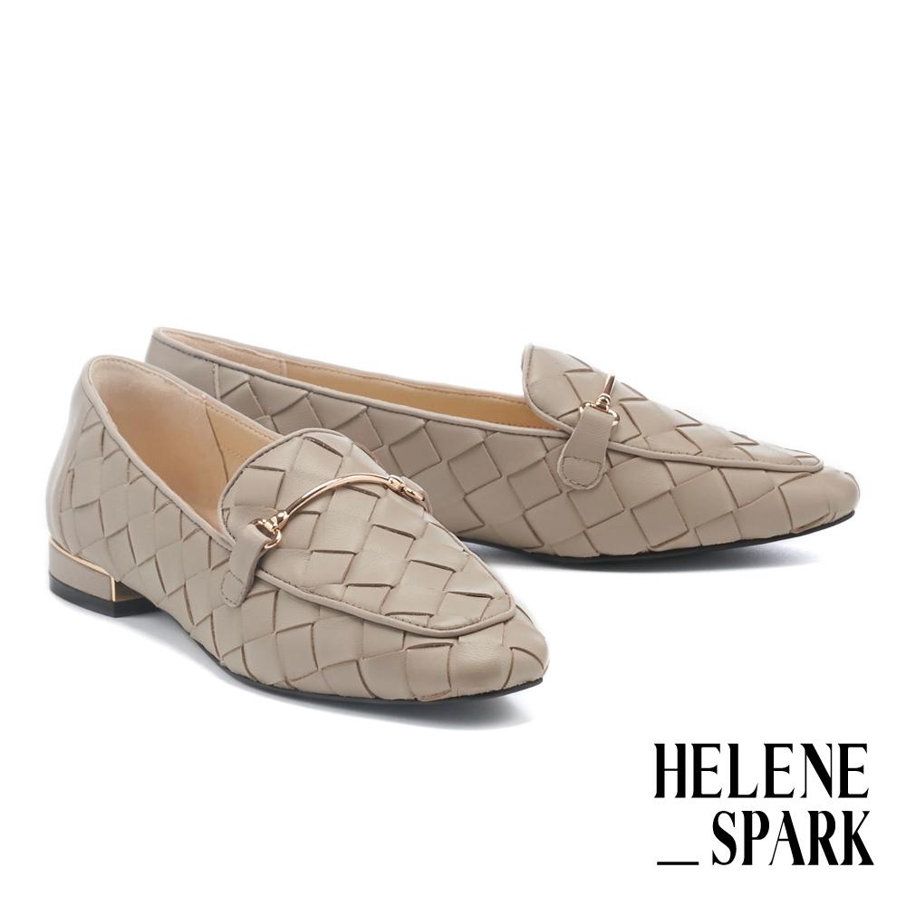 低跟鞋 HELENE SPARK 量感編織金屬長釦羊皮樂福低跟鞋-可可