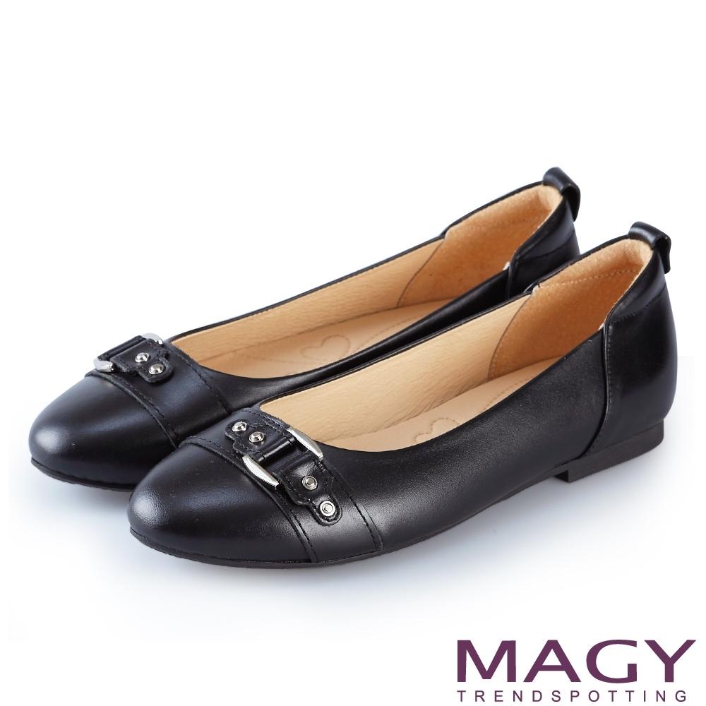 MAGY 氣質通勤款 皮帶金屬扣環牛皮平底鞋-黑色