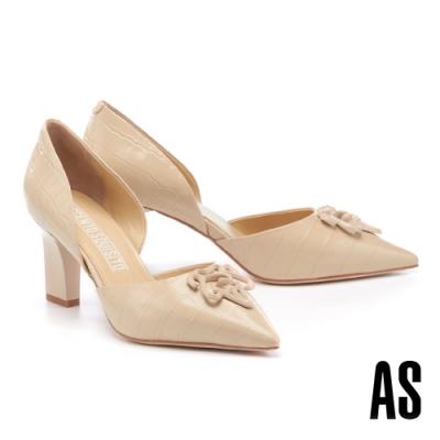 高跟鞋 AS 新經典 LOGO 釦飾側空造型全真皮尖頭高跟鞋-米