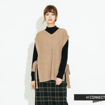 H:CONNECT 韓國品牌 女裝 - 側簍空綁結針織背心 - 卡其