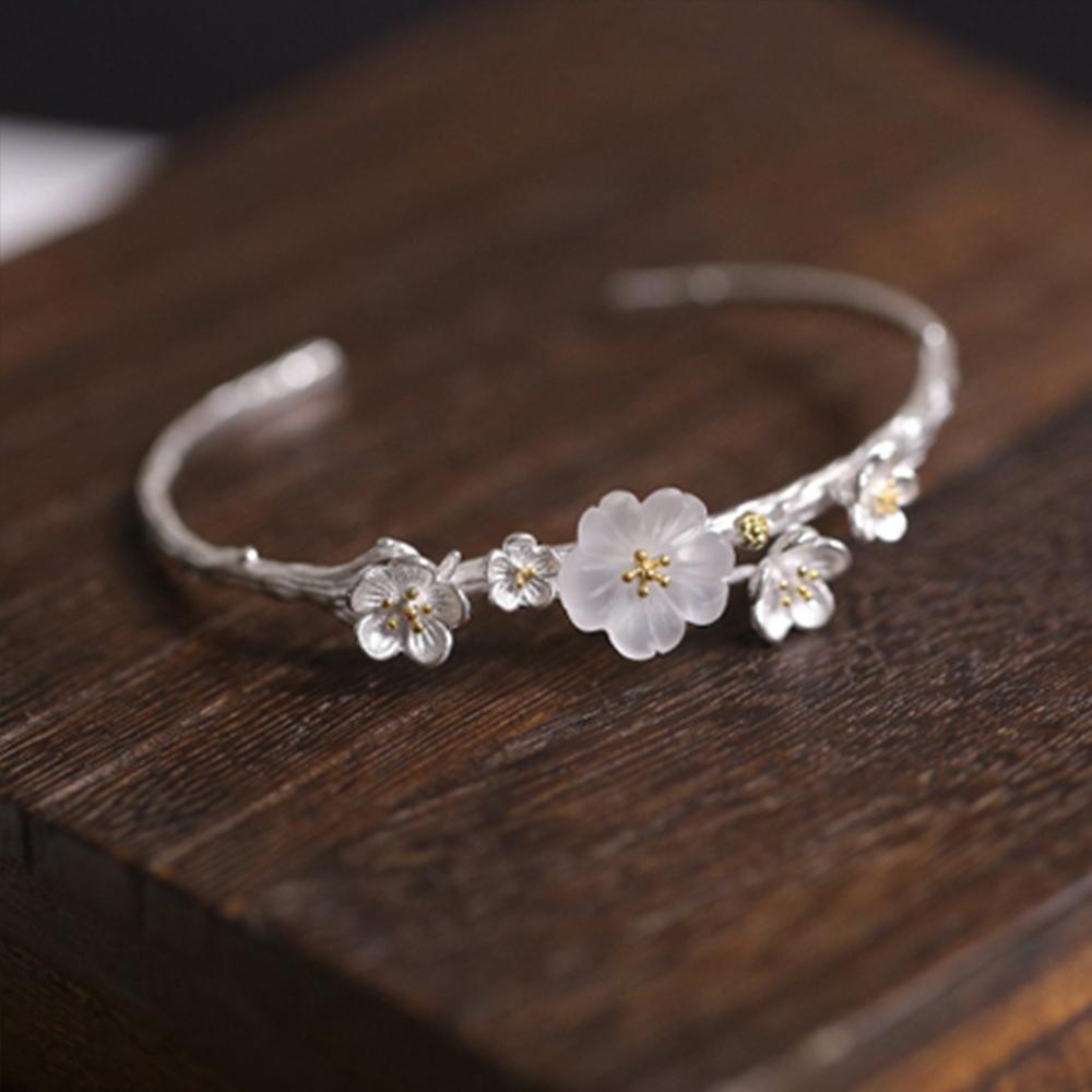 東方美學藝術素銀雙色立體小梅花純銀手鐲(白水晶花朵版)-設計所在