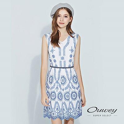 OUWEY歐薇 清新縷空蕾絲刺繡V領洋裝(藍)