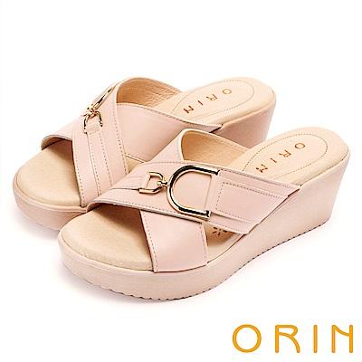ORIN 愜意渡假風情 馬蹄扣環牛皮交叉楔型拖鞋-粉紅