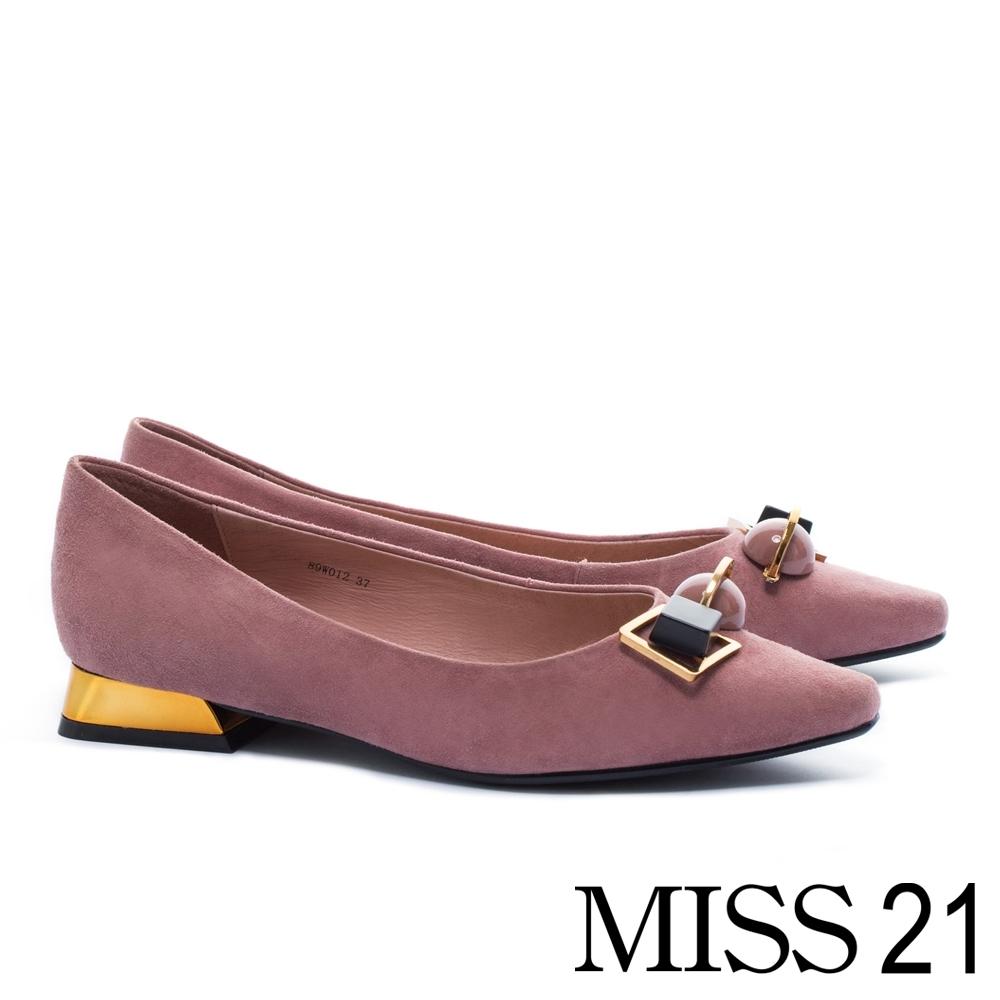 跟鞋 MISS 21 復古星空系飾釦造型羊麂皮尖頭低跟鞋-粉
