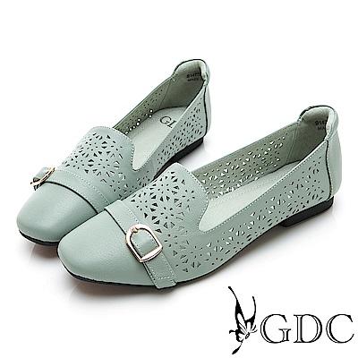 GDC-文青真皮質感簍空雕花素色微方頭小扣飾平底包鞋-淺藍色