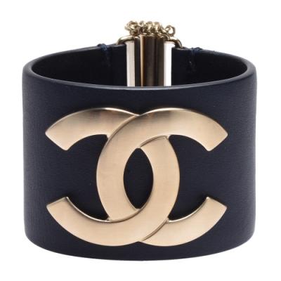 CHANEL 經典雙C LOGO牛皮寬版造型手環(深藍)