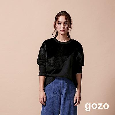 gozo 低調奢華仿毛拼接寬袖上衣(黑色)