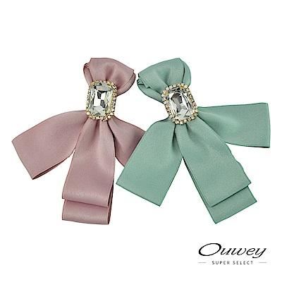 OUWEY歐薇 優雅緞帶造型碎鑽鑲邊寶石胸針(粉/綠)