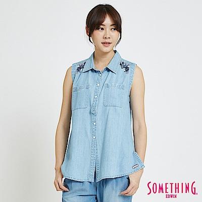 SOMETHING 花卉刺繡 無袖牛仔襯衫-女-漂淺藍