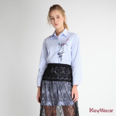 KeyWear奇威名品    精緻細膩花卉刺繡條紋長袖襯衫洋裝-淺藍色