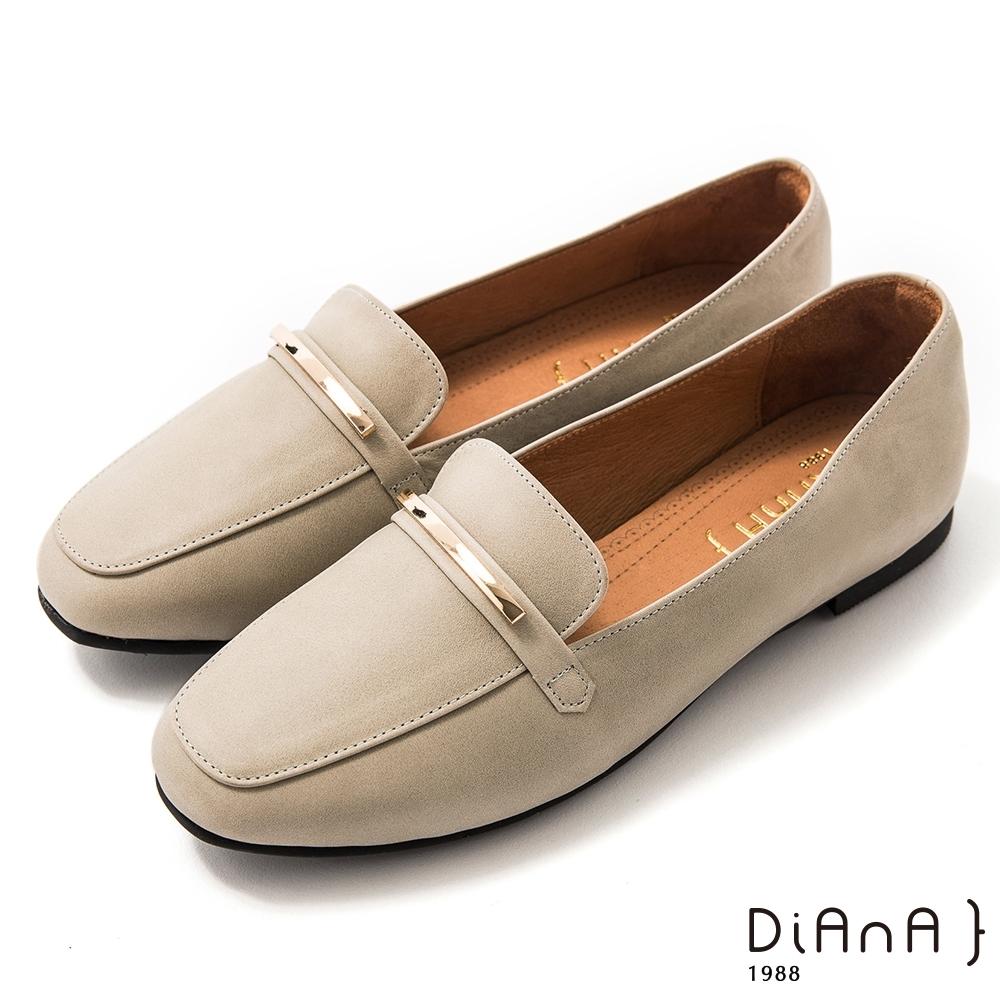 DIANA 1.5 cm質感牛皮極簡金屬飾低跟樂福鞋-漫步雲端焦糖美人-灰