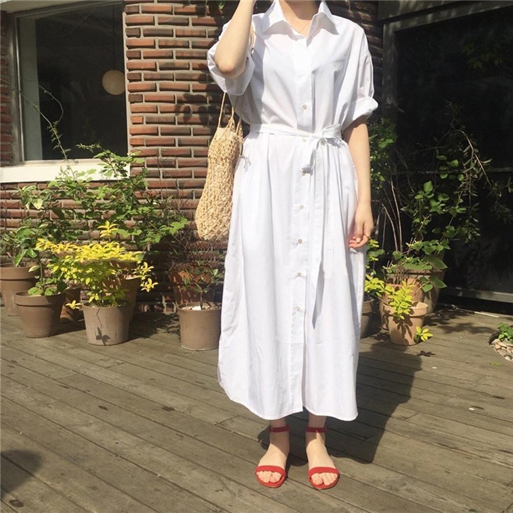 暢貨出清MOCO素色單排釦附綁帶長版襯衫式開釦長款洋裝