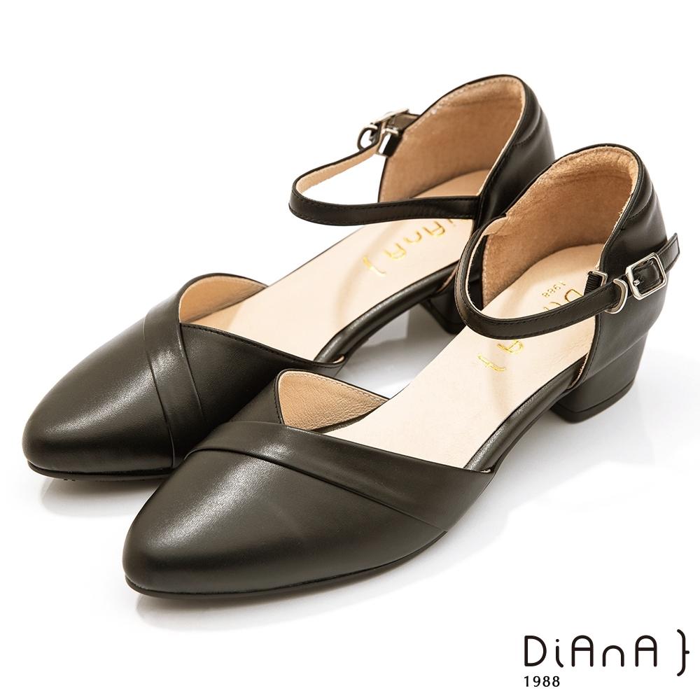 DIANA 4cm牛皮V字鞋口尖頭側空繫帶涼跟鞋–黑糖糕
