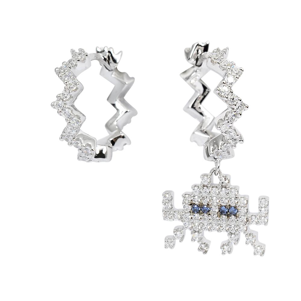 apm MONACO法國精品珠寶 閃耀銀色鑲鋯閃電太空戰士圈式耳環