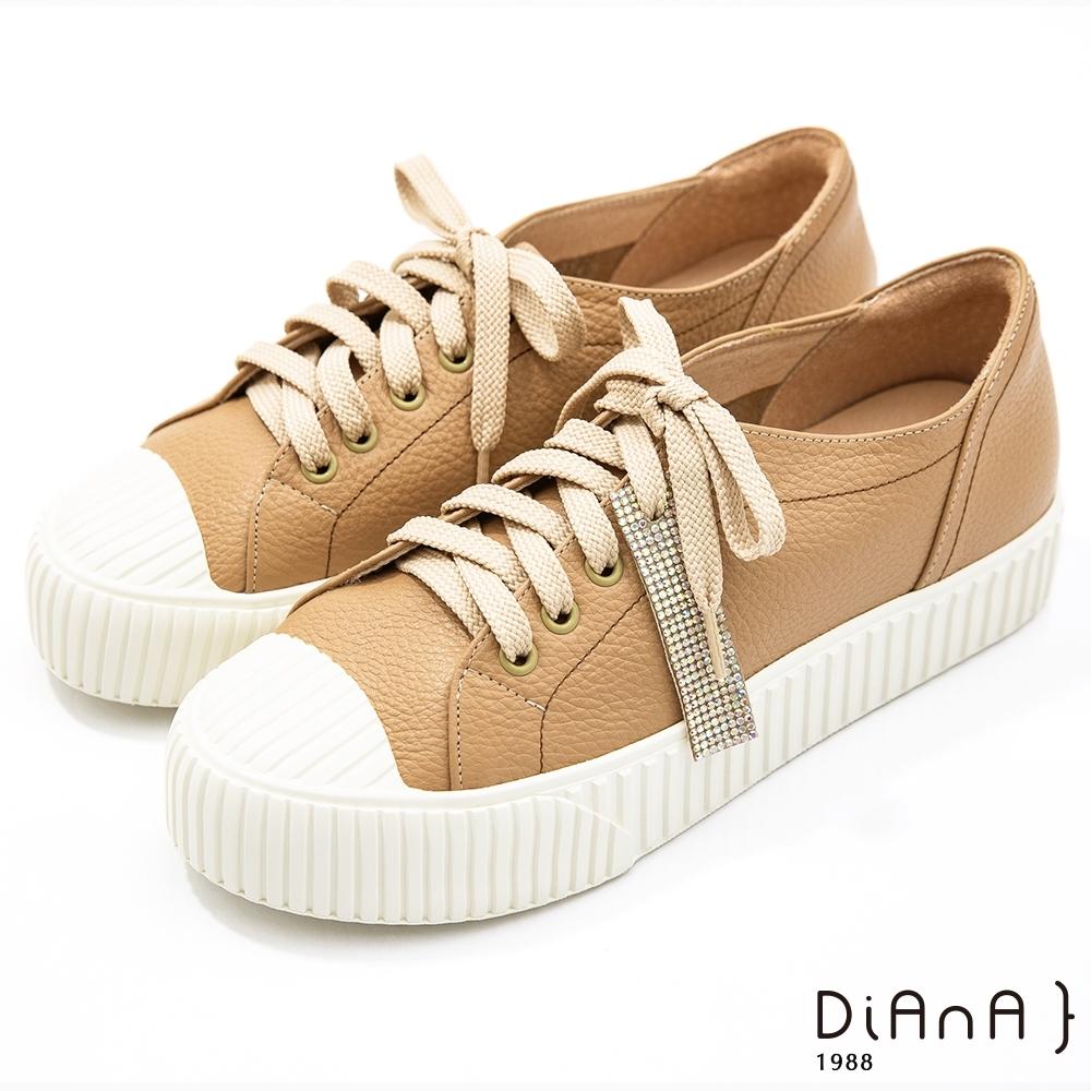 DIANA 3.5公分質感牛皮水鑽飾條餅乾鞋底休閒鞋-漫步雲端焦糖美人款-奶茶