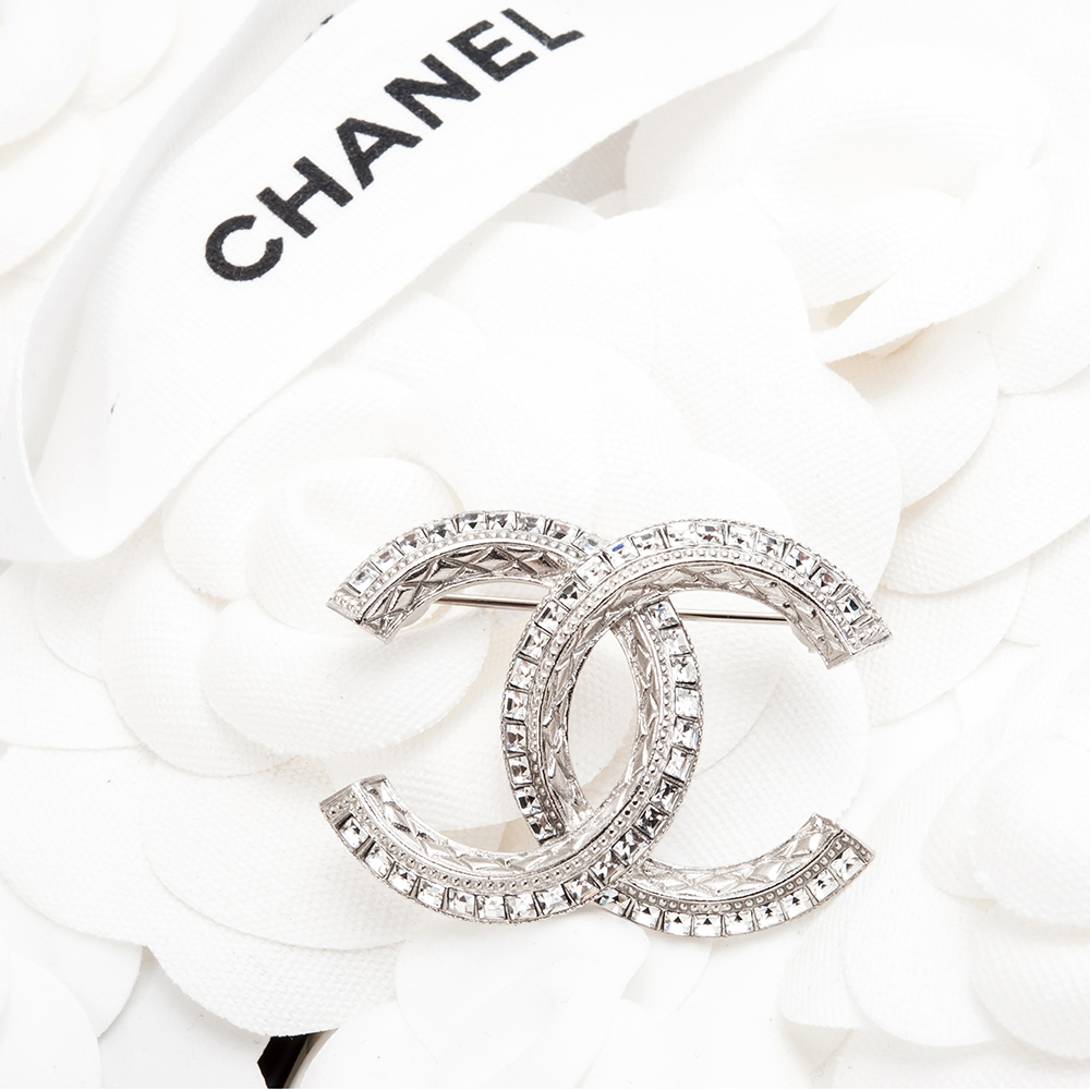 CHANEL 經典雙C LOGO方鑽菱格紋大款胸針 (銀色)