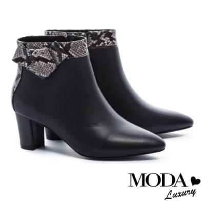 短靴 MODA Luxury 典雅都市扭結裝飾牛皮尖頭粗跟短靴-蛇紋