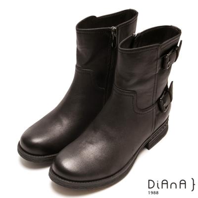 DIANA 個性魅力雙釦拉鍊擦色短靴-帥氣時尚-黑