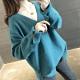 La Belleza素色V領喇叭袖木質釦側下擺開叉前短後長包心紗針織毛衣