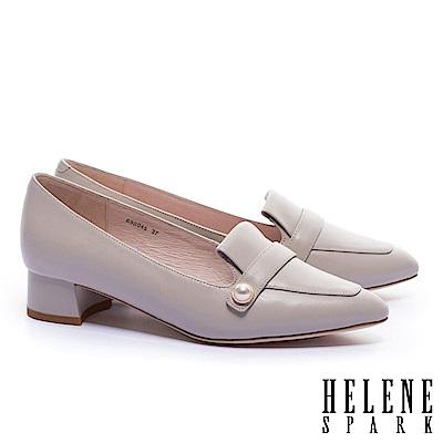 低跟鞋 HELENE SPARK 復古知性典雅珍珠羊皮樂福低跟鞋-米