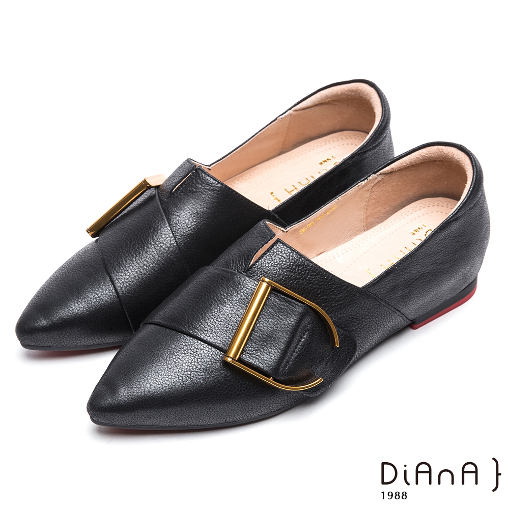 DIANA 漫步雲端厚切焦糖美人-金屬釦尖頭真皮平底鞋-黑