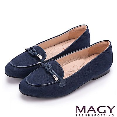 MAGY 復古上城女孩 質感布料細帶扭結平底鞋-藍色