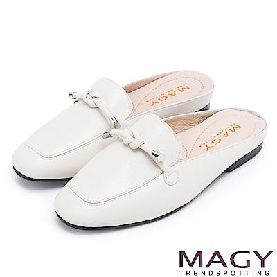 MAGY 夏日風情 真皮腳背平結後空穆勒平底鞋-白色