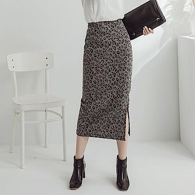 滿版豹紋下襬開衩中長窄裙-OB大尺碼