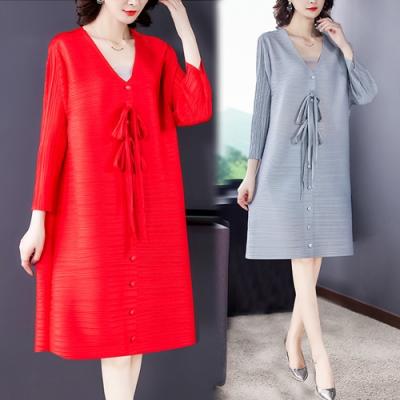 【KEITH-WILL】(預購)自在V領典雅三宅壓褶風格洋裝(共2色)