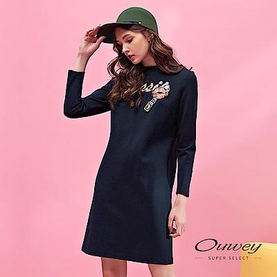 OUWEY歐薇 時尚造型標語亮片刺繡小立領洋裝(藍)